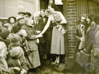 Gracie visits again in 1934